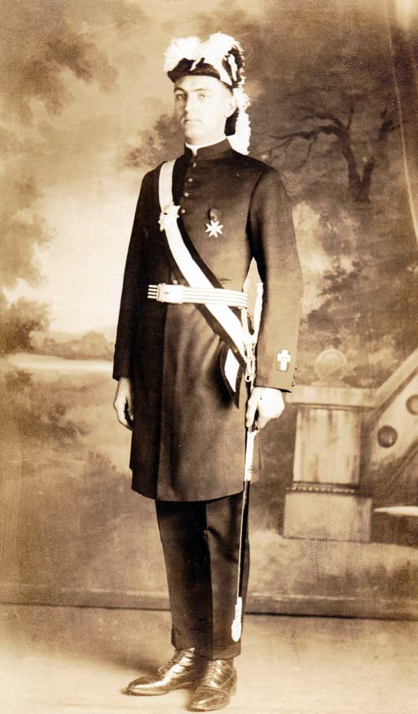 do-ph1343-mason-in-uniform