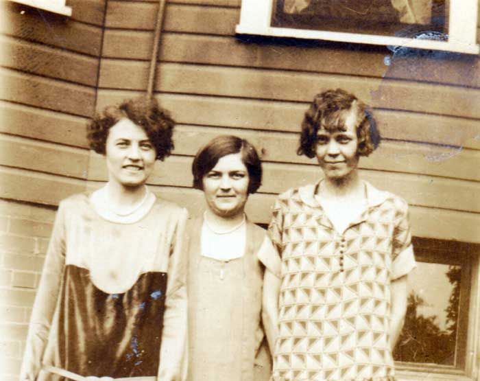 do-ph1344-unknown-women-fro