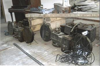 DO-PH1437-Old-Projector